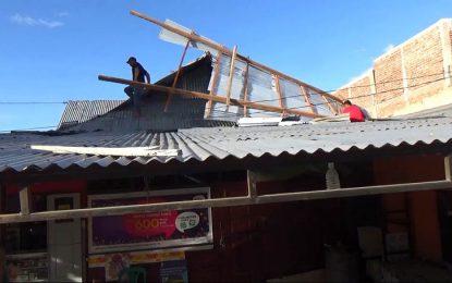 Dihantam Angin Puting Beliung, Rumah Papin Rusak Berat.