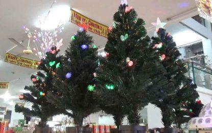 Sejak Memasuki Desember, Pernak Pernik Natal Laris Manis
