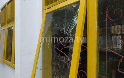 Jendela Ruang Kelas SMK 2 Dilempari Batu Oleh Orang Tak Dikenal