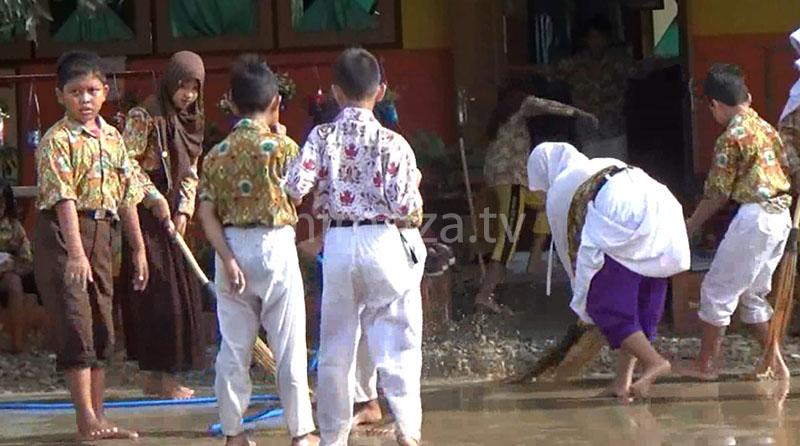 060417-sekolah-sd-banjir