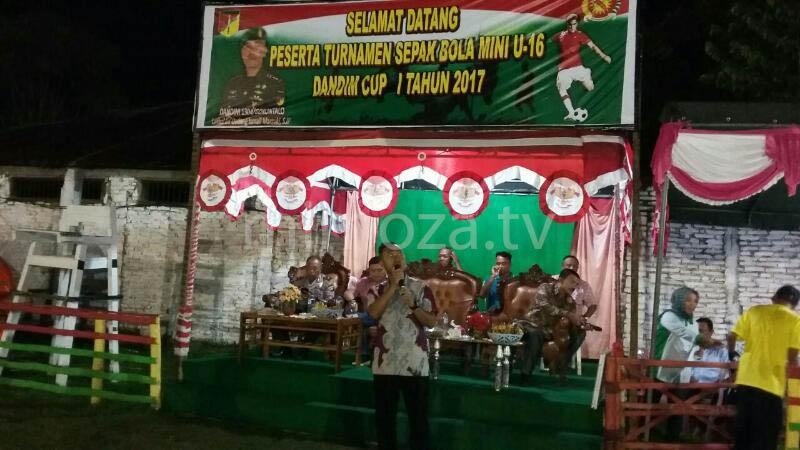Dandim 1304/Gtlo Letkol Inf.Dadang Ismail Marzuki saat memberikan sambutan