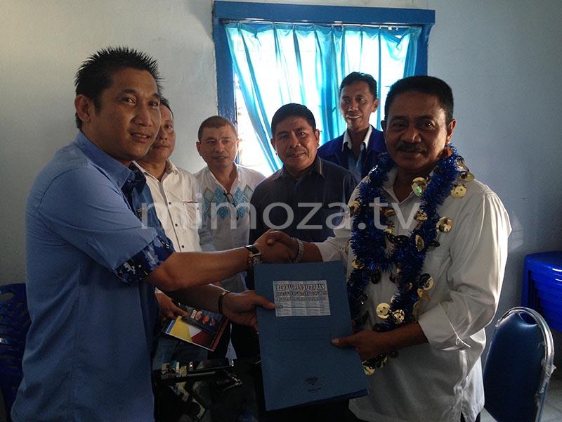 Rum Pagau saat mendaftar di penjaringan Partai Demokrat, Kamis (27/4/2017)