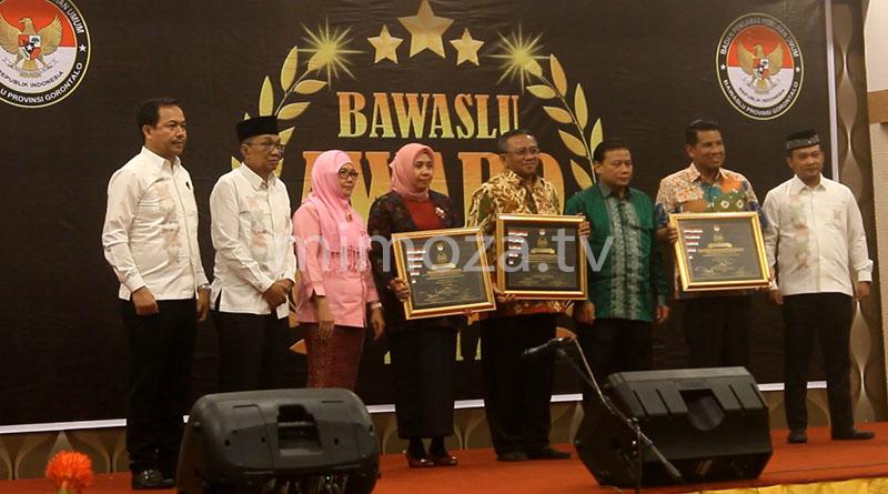 300417-bawaslu-award