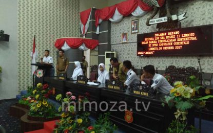 Puluhan Siswa Gelar Rapat Paripurna Di Kantor DPRD Kabupaten Gorontalo