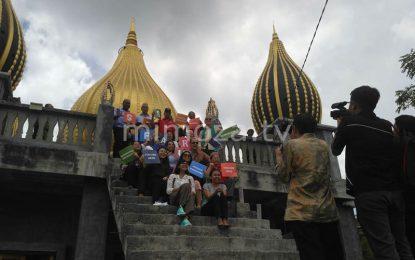 Terlihat Menarik, 10 Perwakilan Negara Foto Selfie Di Masjid Walima
