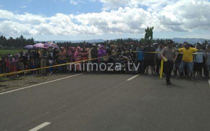 Penasaran, Ratusan Warga Saksikan Rekonstruksi Pembunuhan Di Tibawa