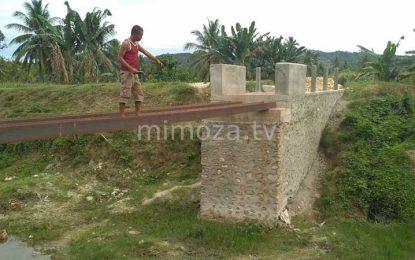 Dinilai Tak Sesuai, Warga Dungaliyo Hentikan Pekerjaan Jembatan