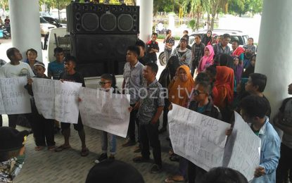 Terkait Hutang NAFAS 13 M, Puluhan Warga Gelar Demo Di DPRD Kabupaten Gorontalo