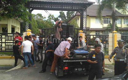 Massa Aksi Minta Pihak Kejati Gorontalo Usut Pembayaran Hutang NAFAS Terhadap ZH