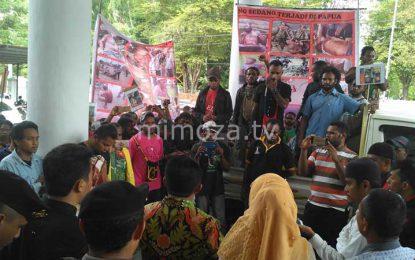 Puluhan Mahasiswa Aliansi Masyarakat Papua Gelar Demo di DPRD Kabupaten Gorontalo