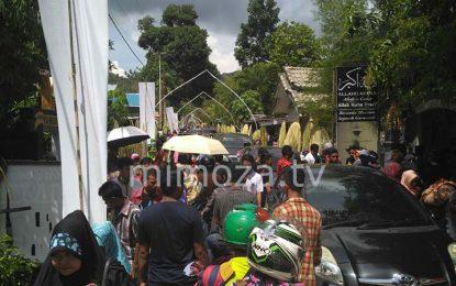 Warga Padati Puncak Perayaan Maulid di Desa Bongo