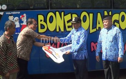 Permudah Siswa Ke Sekolah, Pemda Bone Bolango Terima Bantuan Bus Sekolah