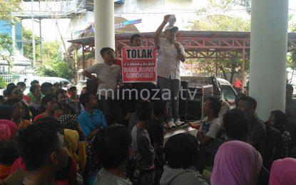 Menolak Pemakzulan Terhadap Wakil Bupati, Ratusan Warga Gelar Demo Di DPRD