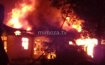 Diduga Akibat Korsleting, Tiga Rumah Di Desa Titidu Terbakar
